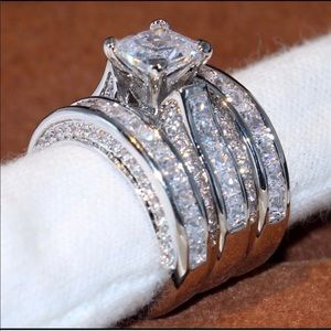 New 18 k White Gold wedding ring set